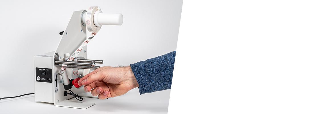 Подложка автоматически отделяется от этикетки